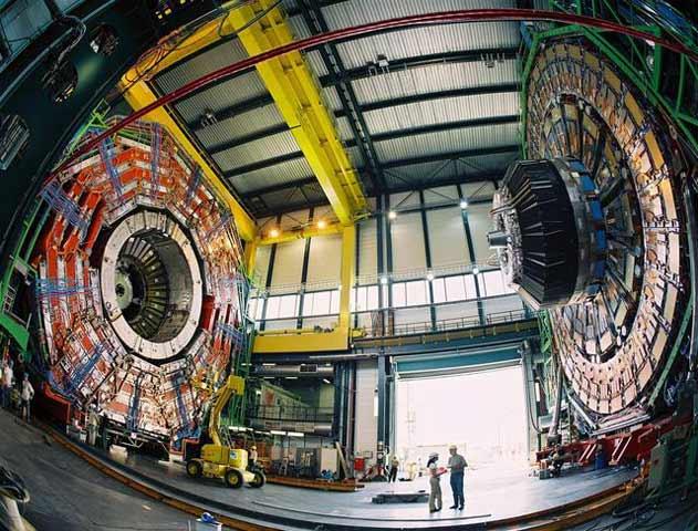 2006_LhcCmsBeforeClosing_CERN_rdax